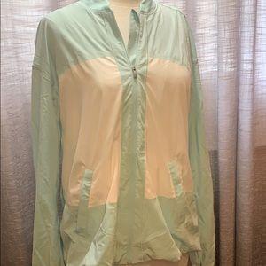 Lululemon wind breaker jacket like new condition